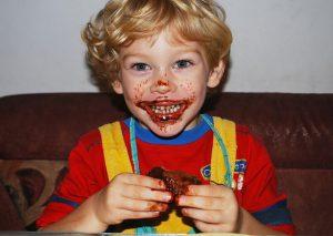 הילדים אוכלים יותר מדי – מה לעשות?
